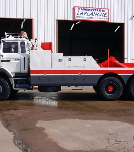Camion de dépannage RVI